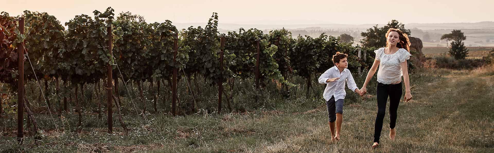 Weingut Ernst Semmler - Kinder im Weingarten